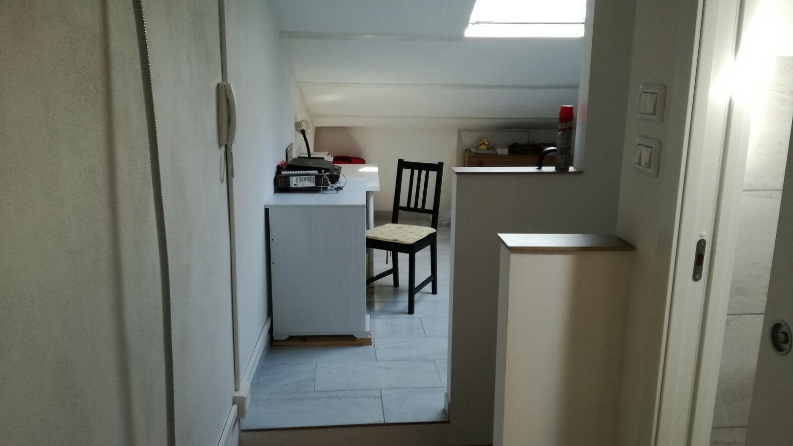 Camera con bagno in appartamento di 120 mq stanze in - Bagno di 4 mq ...