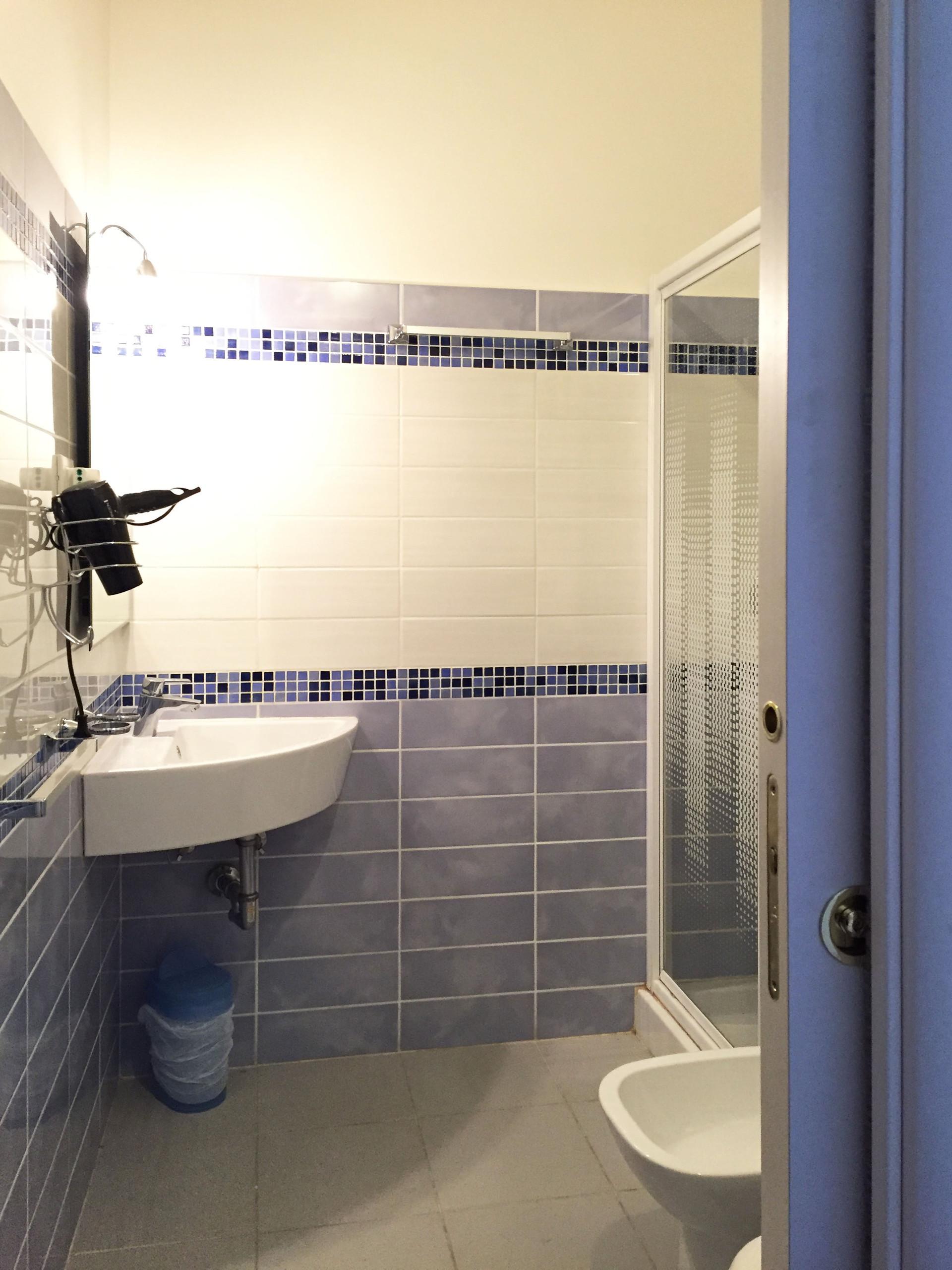 Camera stupende con bagno privato anche coppie stanze - Camera con bagno ...