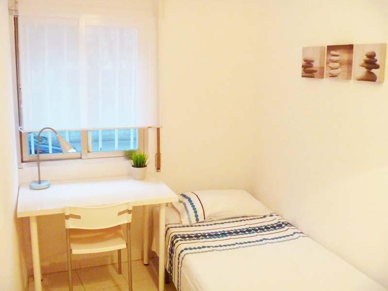 carpetana-1-fantastic-rooms-students-city-centre-madrid-incredible-price-2145453f2f7c83f8d06edd352fe5ea02.jpg