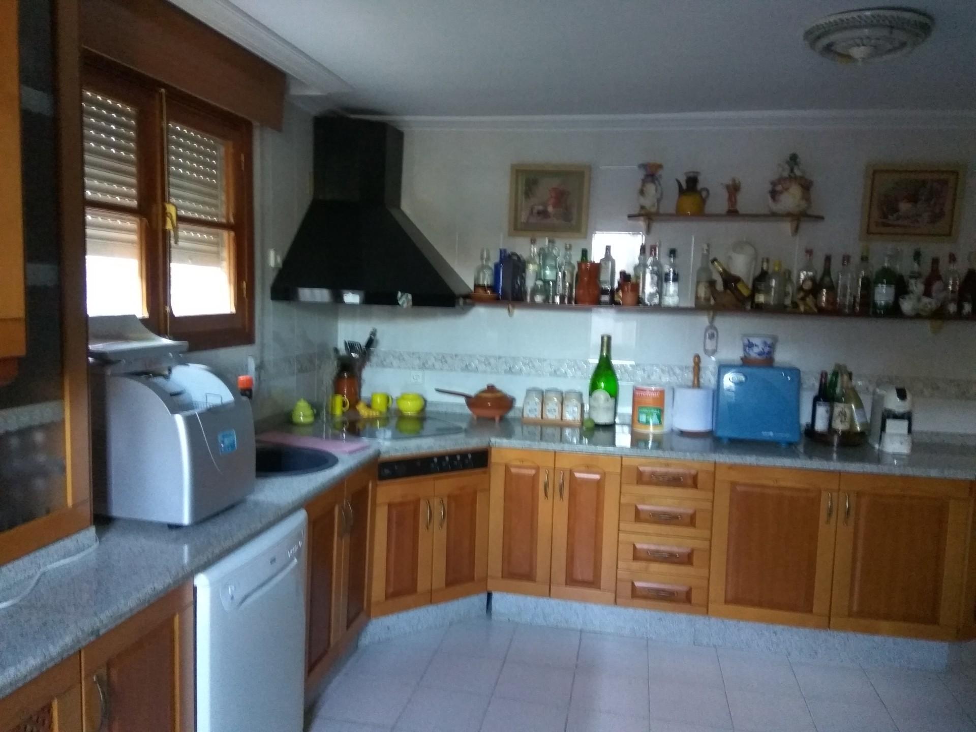 Casa ,con 3 habitaciónes,salón,cocina,cuarto de baño ...