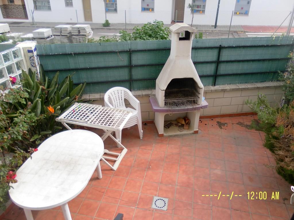 Terrazas con barbacoa good terraza con asientos de palets for Asientos terraza