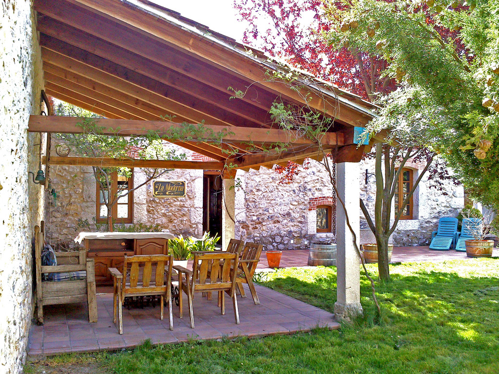 Casa preciosa con jard n y grandes espacios alquiler for Casa rural moderna