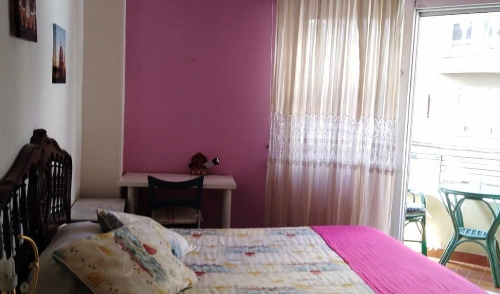 Habitación con cama de matrimonio, totalmente equi
