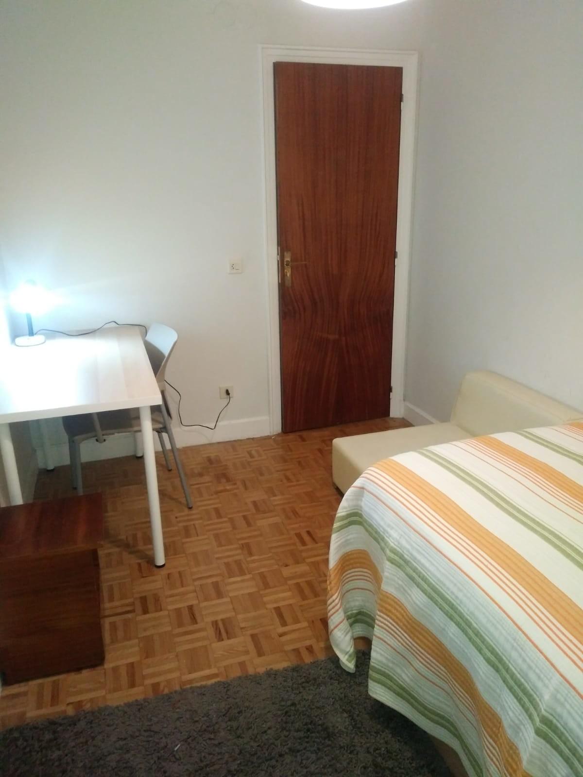 habitación individual muy bien situada y comunicad