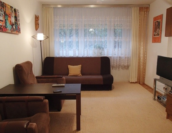 center-warsaw-two-seperate-rooms-kitchen-bathroom-b5d7810cca3c27046f2410e530ea4175