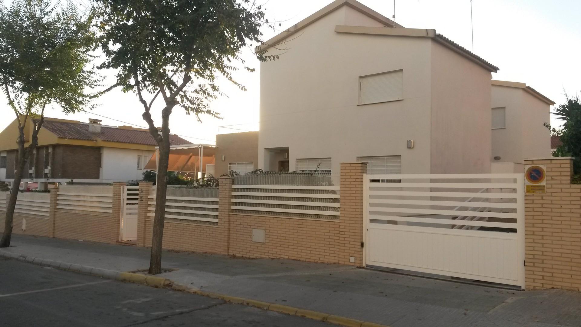 chalet-de-cuatro-dormitorios-2a575e012665676ed766ed2c9b9448e0