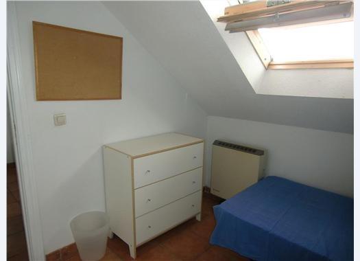 Chalet con habitaciones individuales con ba o villanueva for Alquiler de habitaciones individuales
