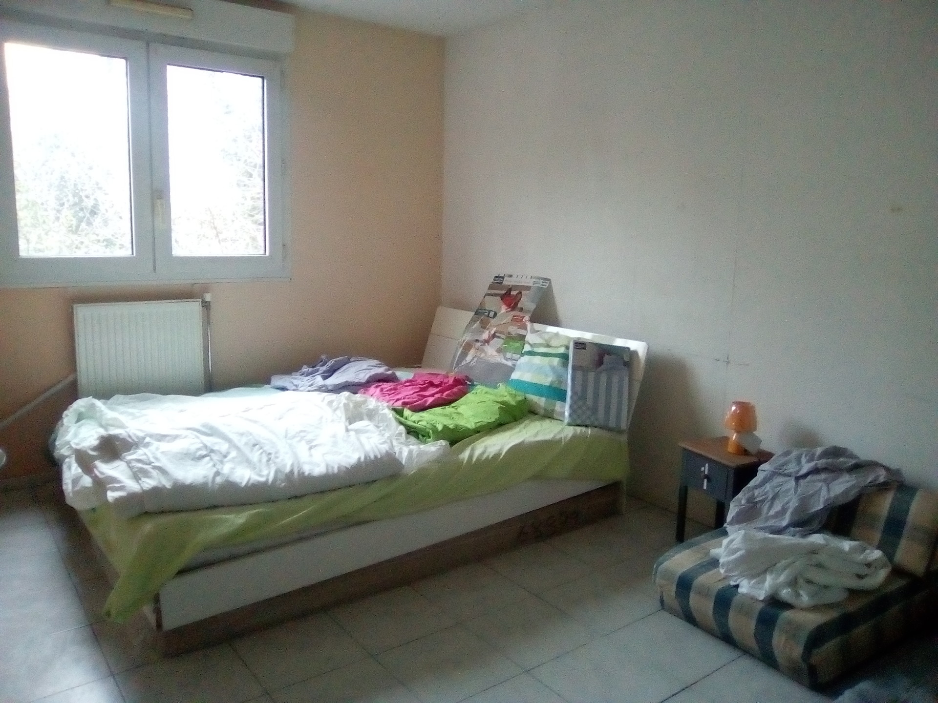chambre 11m-king size bed-double placards,secrétaire,table et 2c