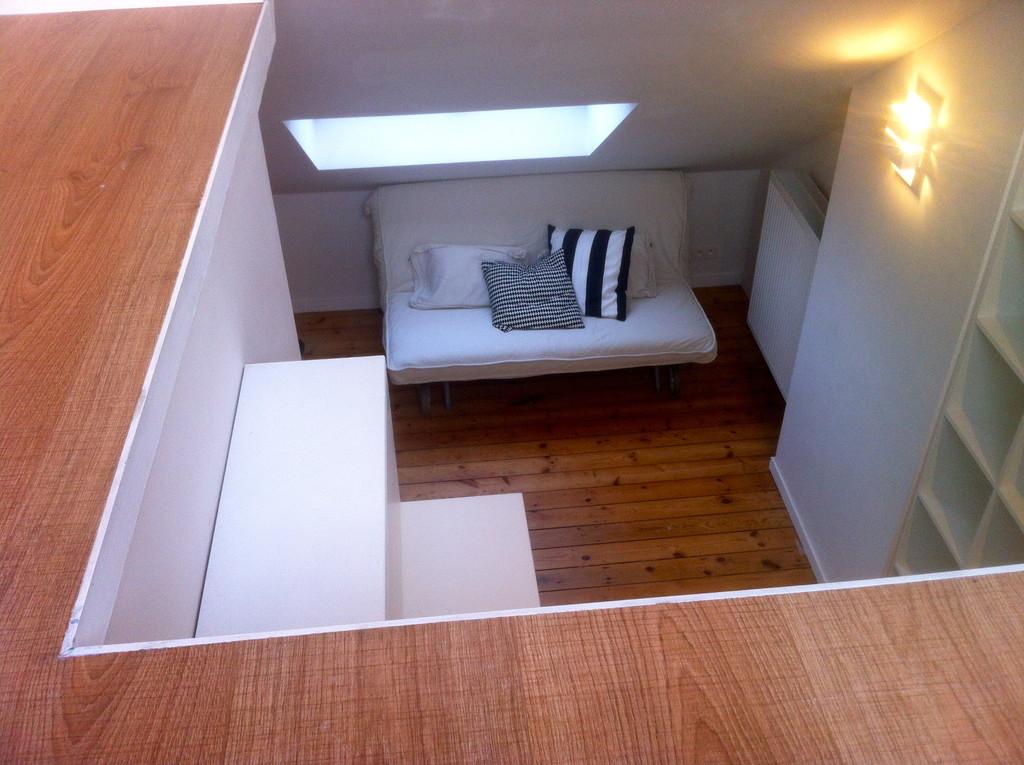 chambre louer chez l 39 habitant avec mini cuisine et sdb priv e location studios bruxelles. Black Bedroom Furniture Sets. Home Design Ideas