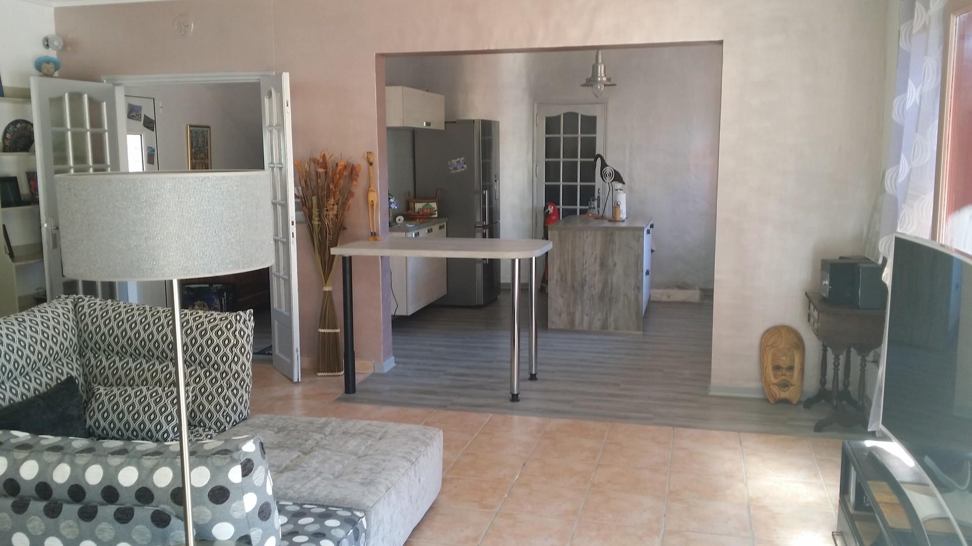 chambre a louer dans villa st jean de v das montpellier location chambres montpellier. Black Bedroom Furniture Sets. Home Design Ideas