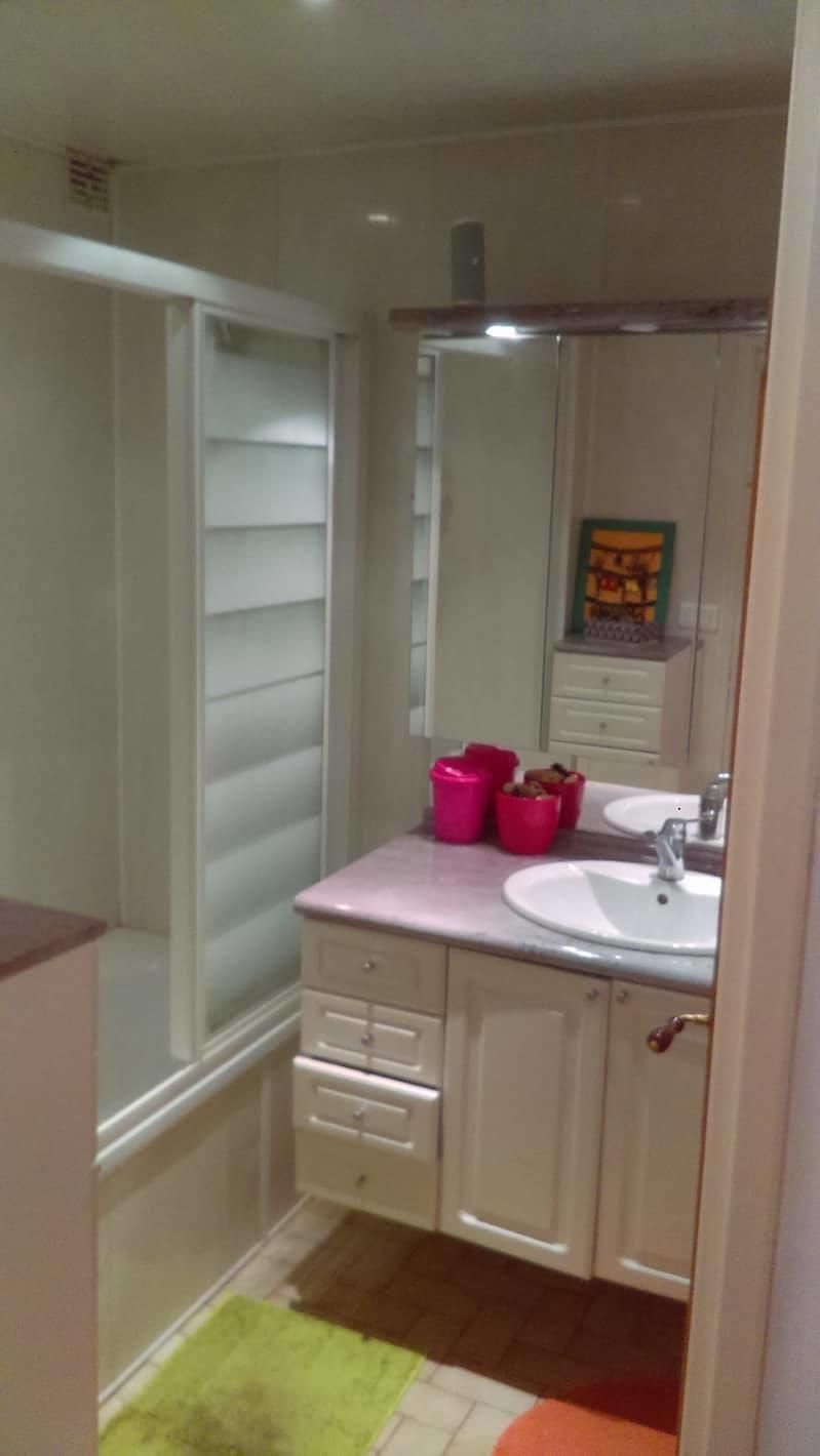 chambre louer dans une colocation de trois filles dans le 8e arrondissement de lyon location. Black Bedroom Furniture Sets. Home Design Ideas
