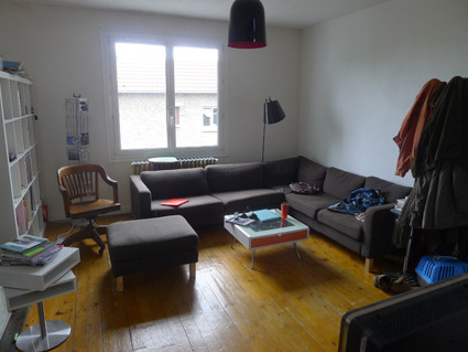 chambre dans appartement maison meubl sur cour int rieure location chambres caen. Black Bedroom Furniture Sets. Home Design Ideas