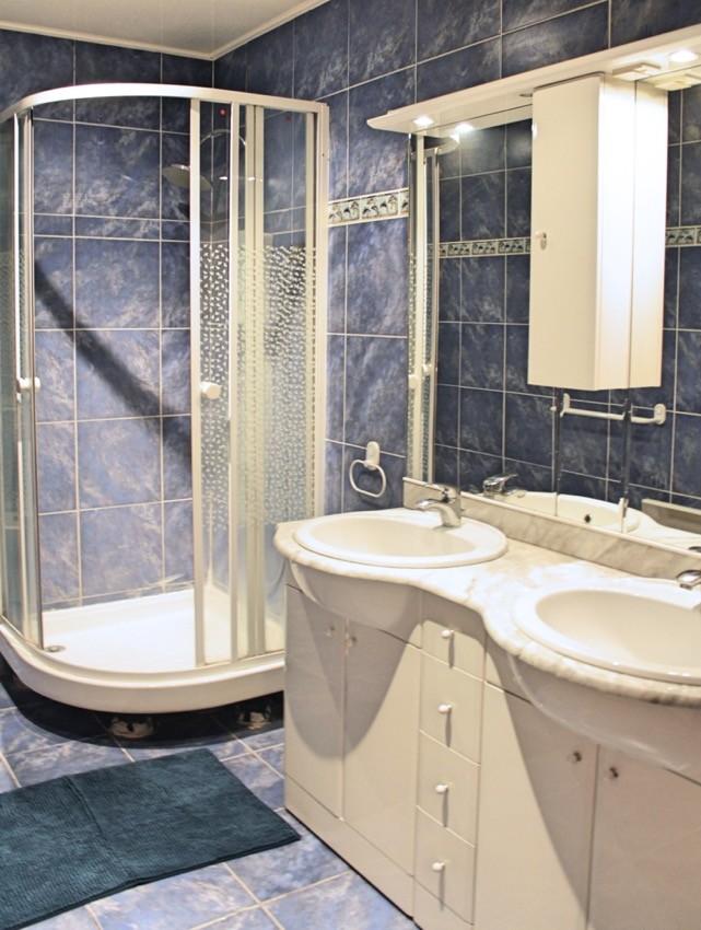 Chambre de 20m² avec point d'eau dans un grand appartemment haut