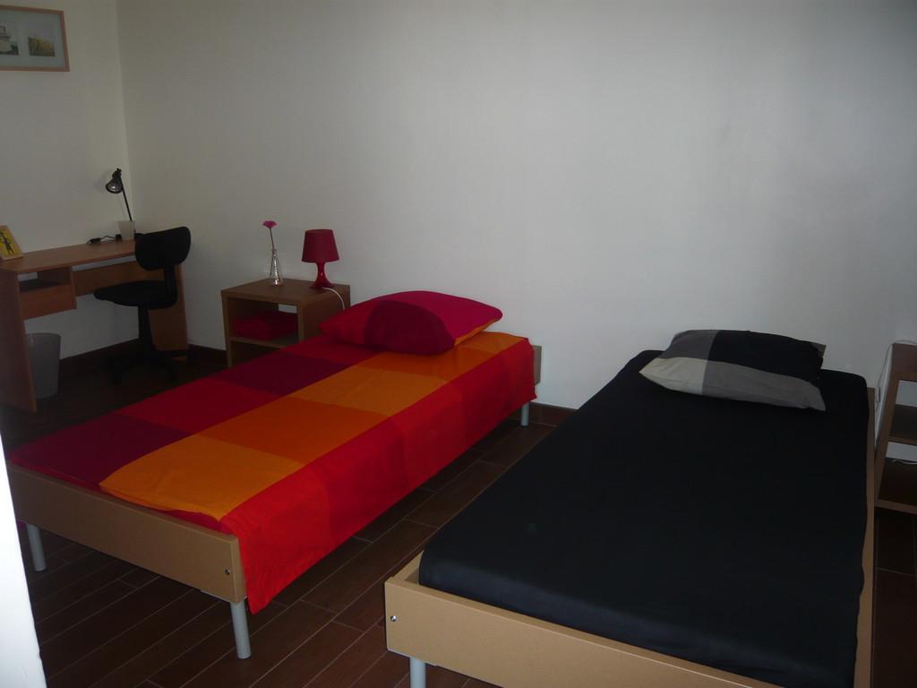 Chambre double dans grand appartement plein centre de nice for Chambre a louer sur nice