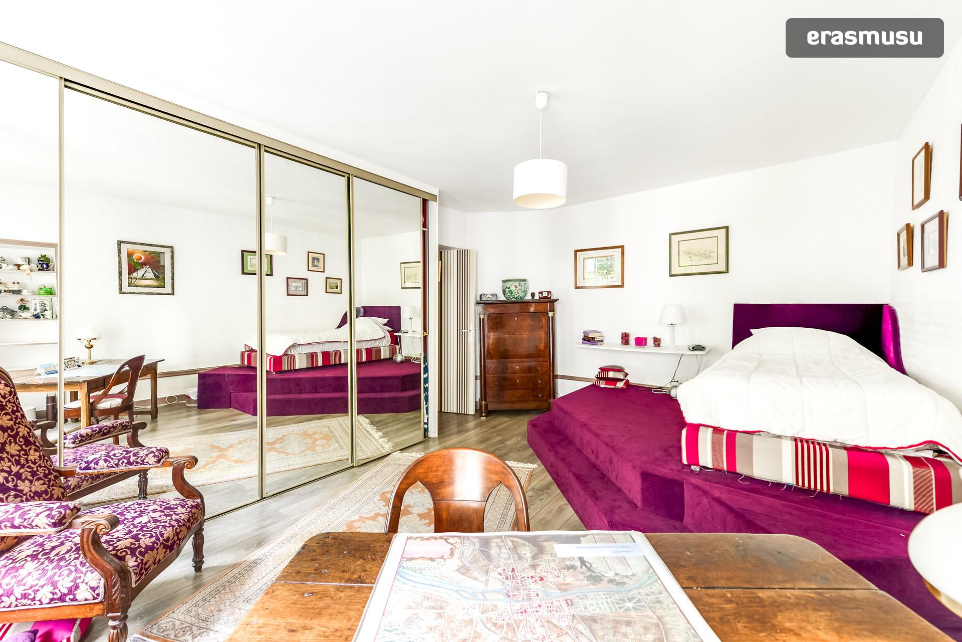 chambre individuelle avec salle de bain priv e et toilette priv es single room with private. Black Bedroom Furniture Sets. Home Design Ideas