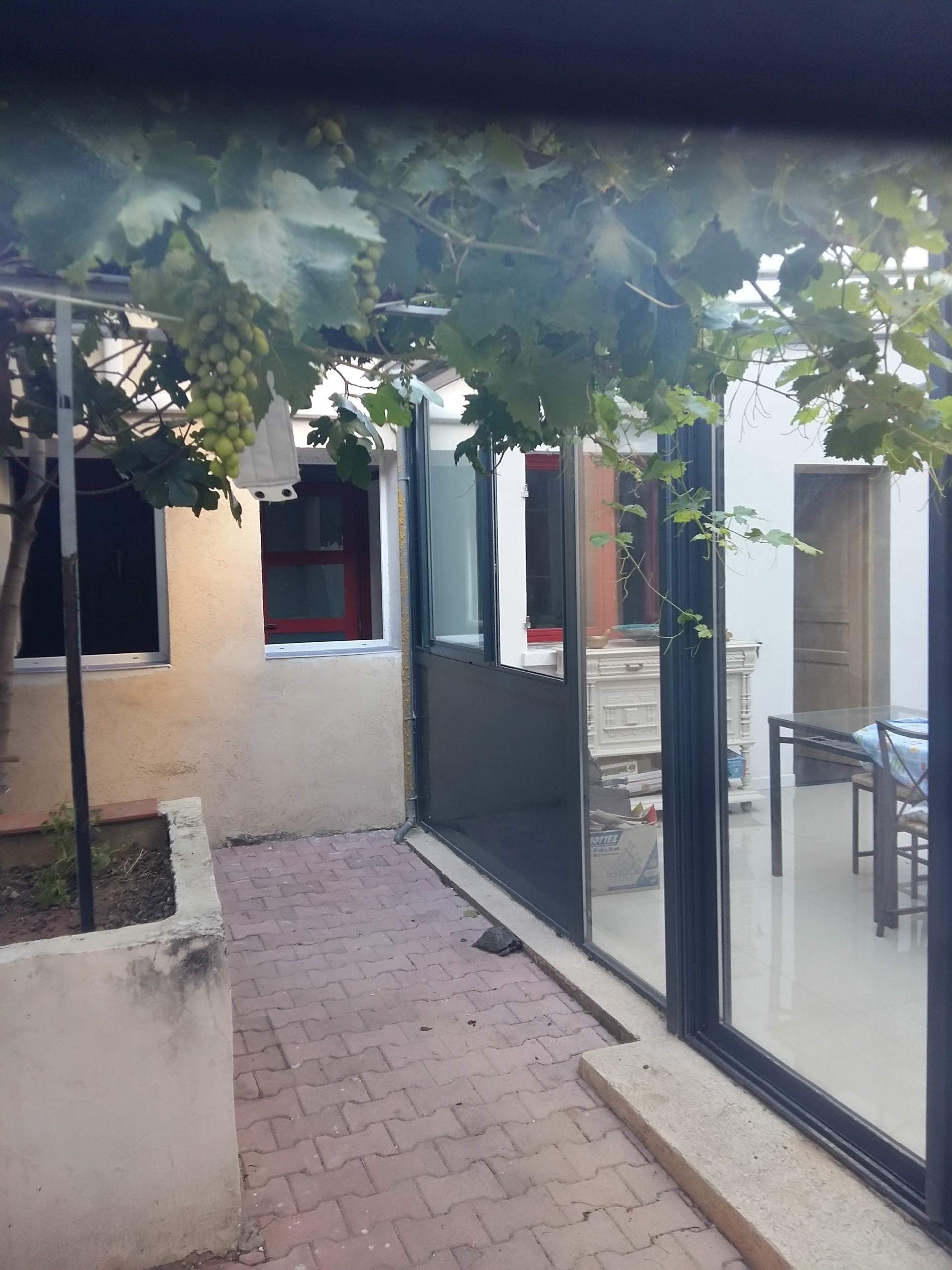 Chambre individuelle dans maison de ville avec jardin et terrasse