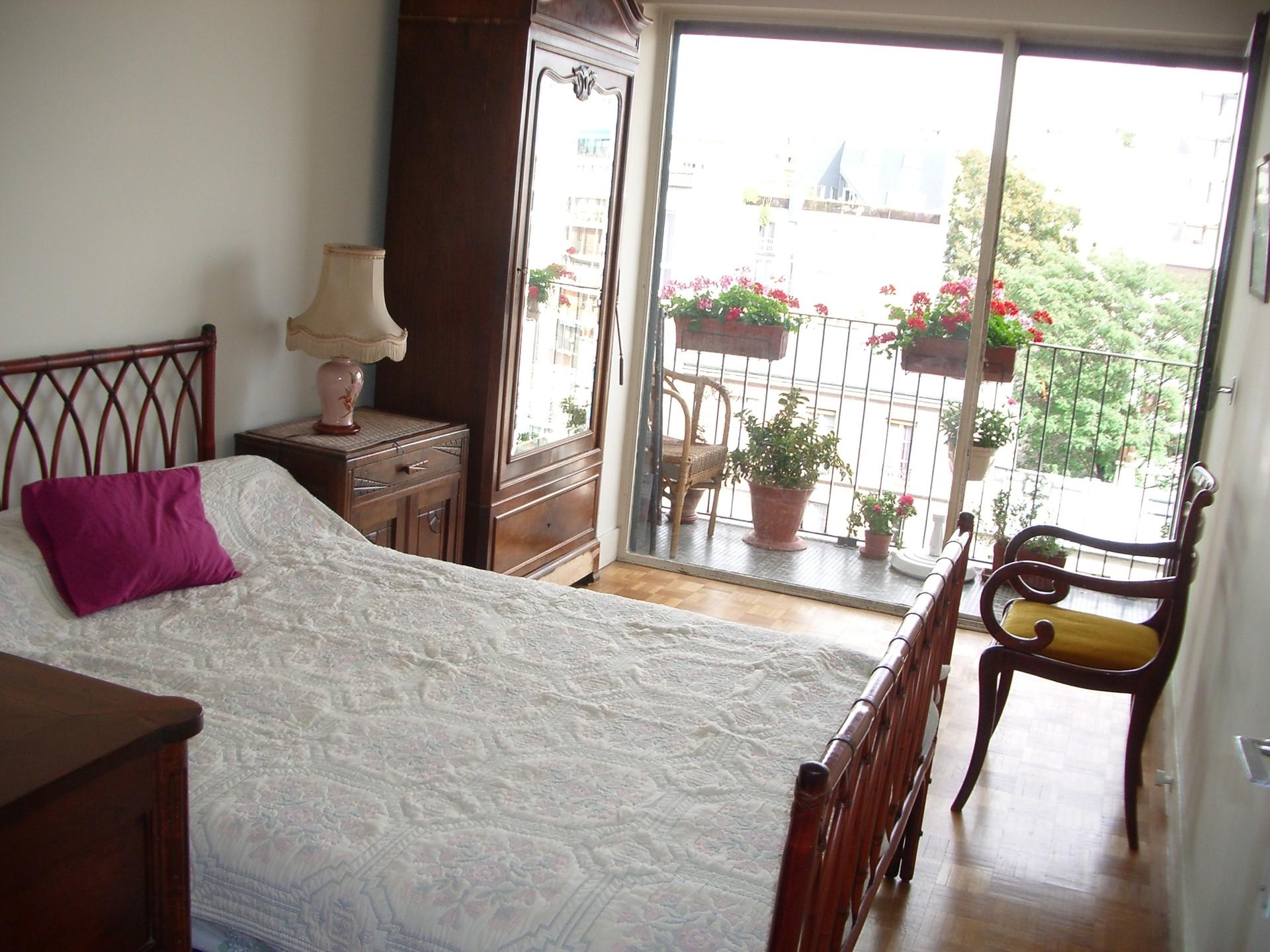 Chambre meubl e charmante et ensoleill e location chambres paris - Chambre pour etudiant etranger ...
