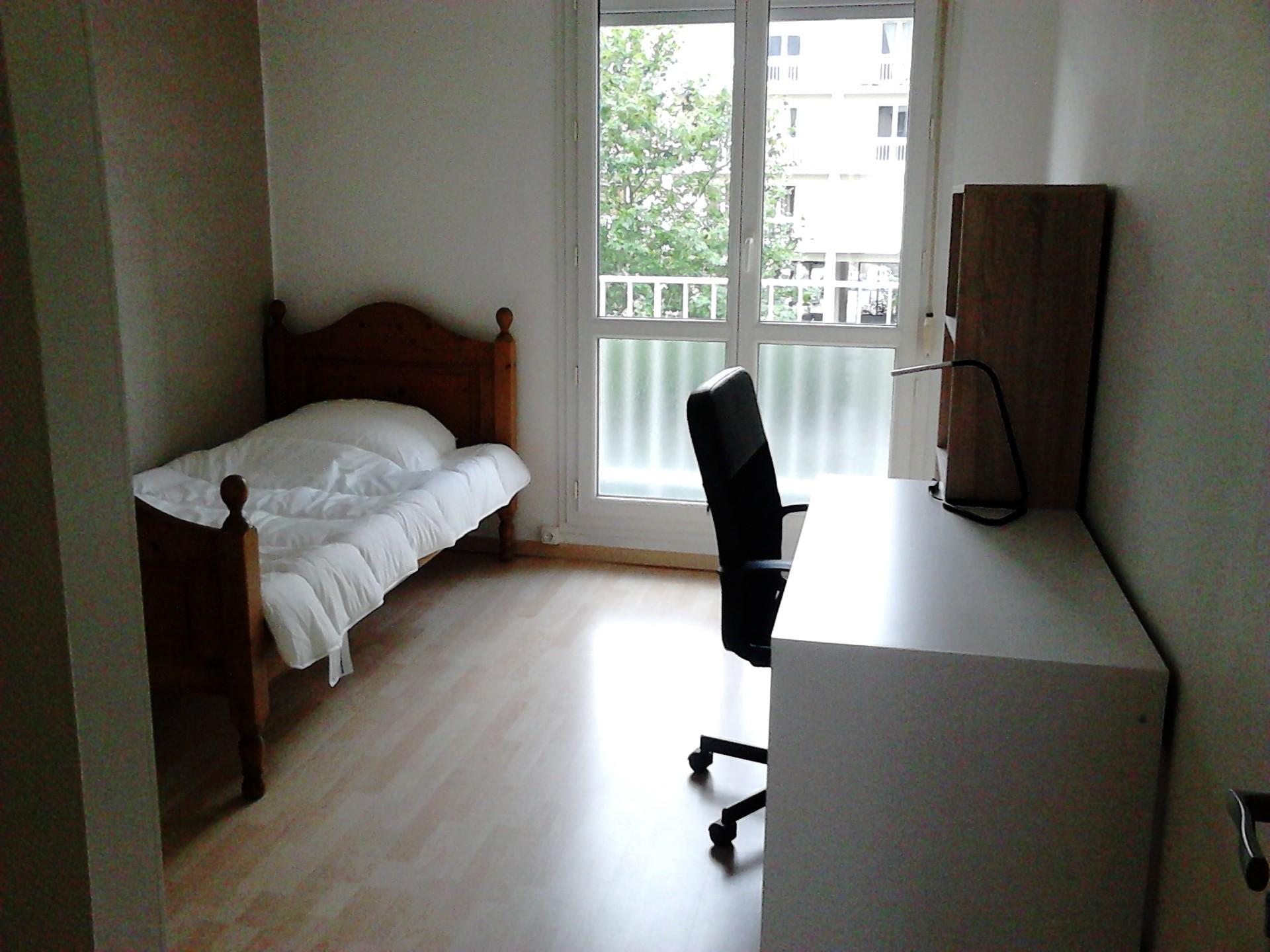 chambre-meublee-lumineuse-18658ce937af54753d08de643505175b