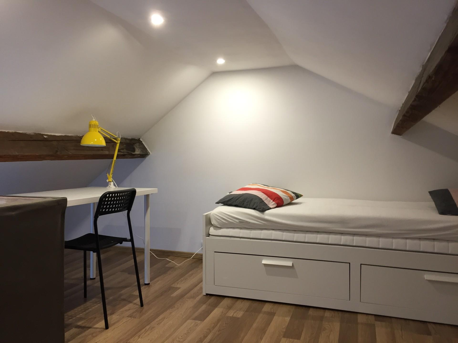 Chambre en mezzanine dans appartement deux chambres for Appartement a louer a evere deux chambre