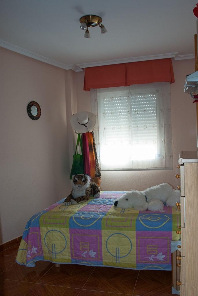 chambre pour louer dans une maison avec famille location appartements alicante. Black Bedroom Furniture Sets. Home Design Ideas