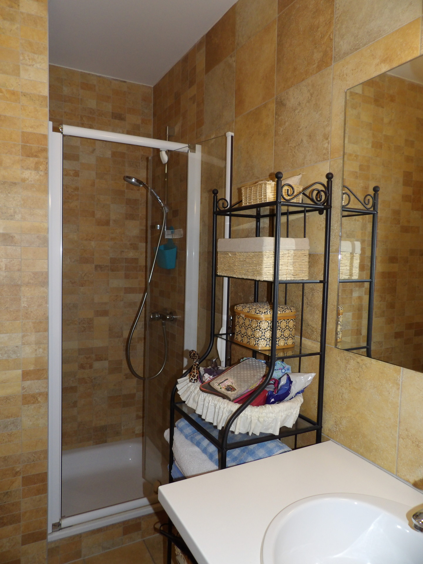 Chambre et salle de bain priv es dans une jolie maison for Salle de bain dans une chambre