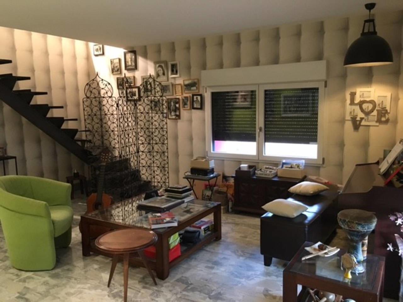 chambre salon dans maison avec piscine proche bus et gare location chambres clermont ferrand. Black Bedroom Furniture Sets. Home Design Ideas