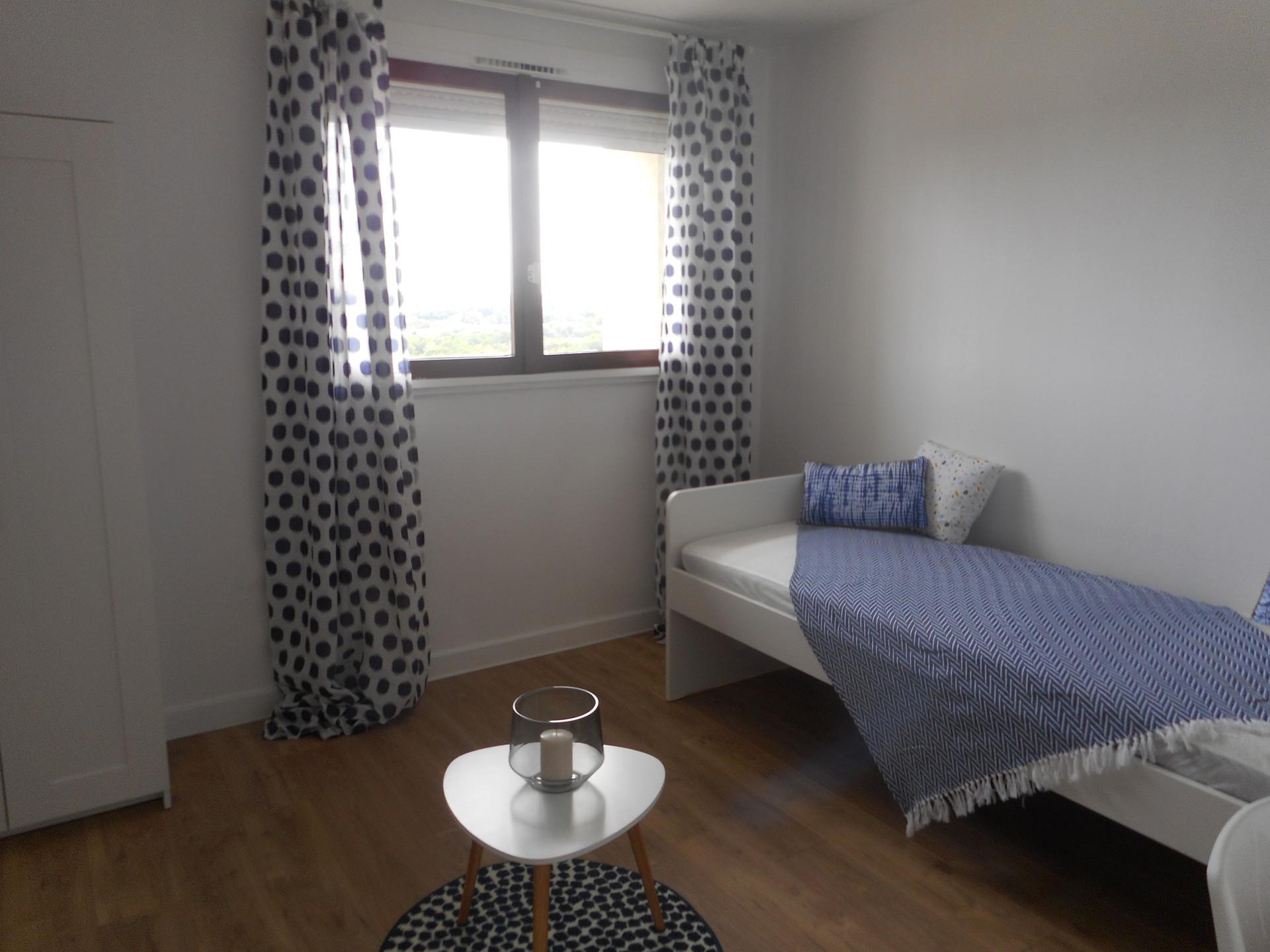 Chambre spacieuse, ensoleillé avec vu sur Paris et la tour Eiffe