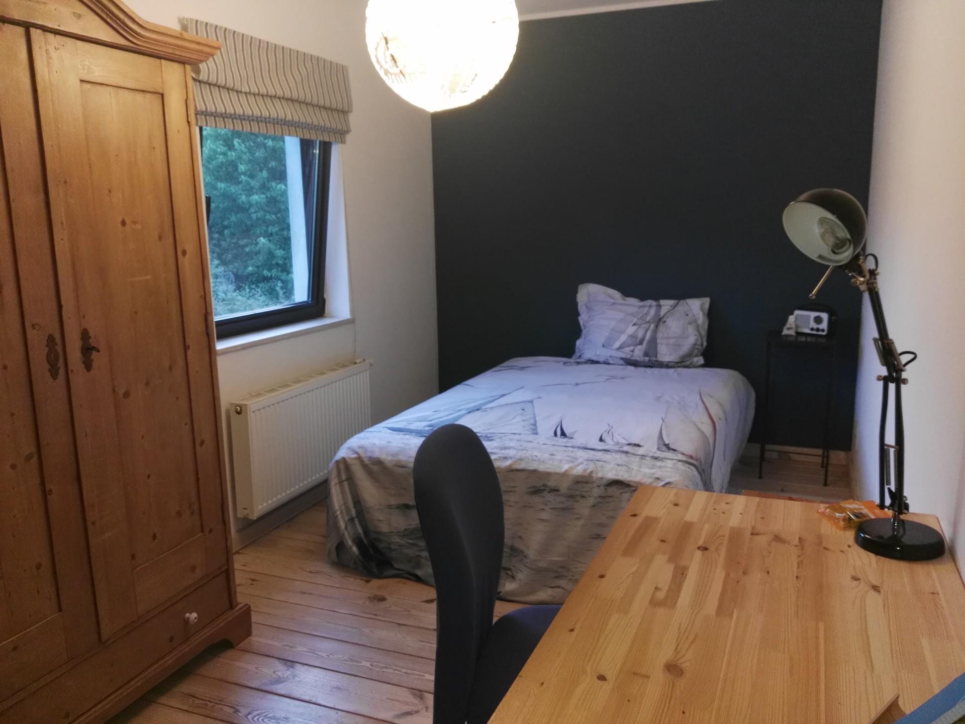 Chambre spacieuse et lumineuse dans une villa contemporaine au calme ...