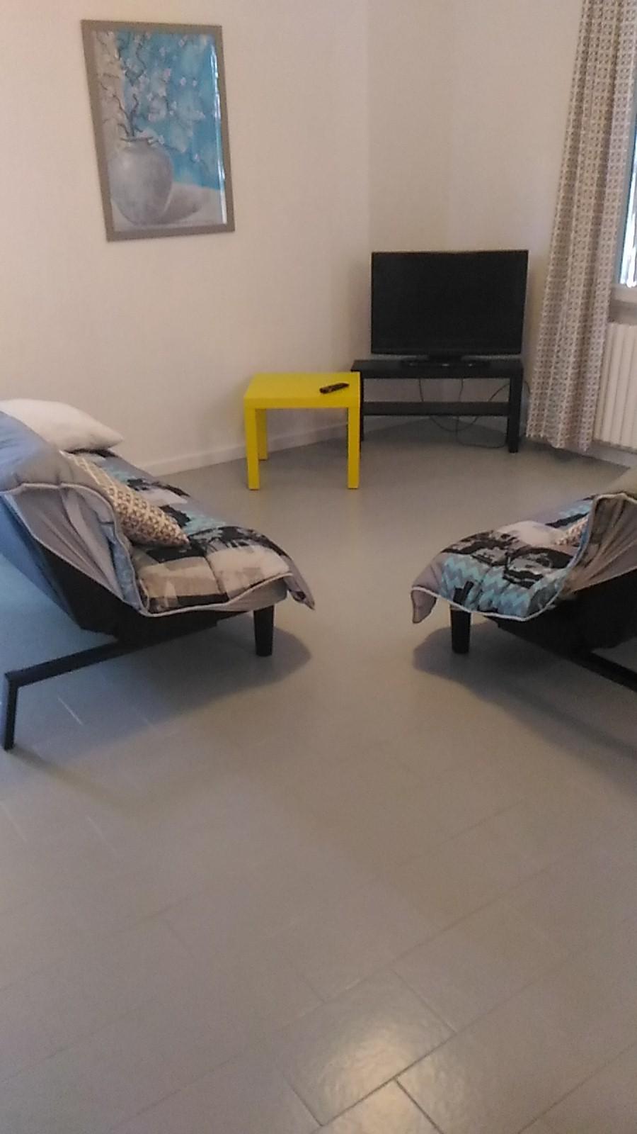 Chambre dans villa de 100 m2 plus piscine