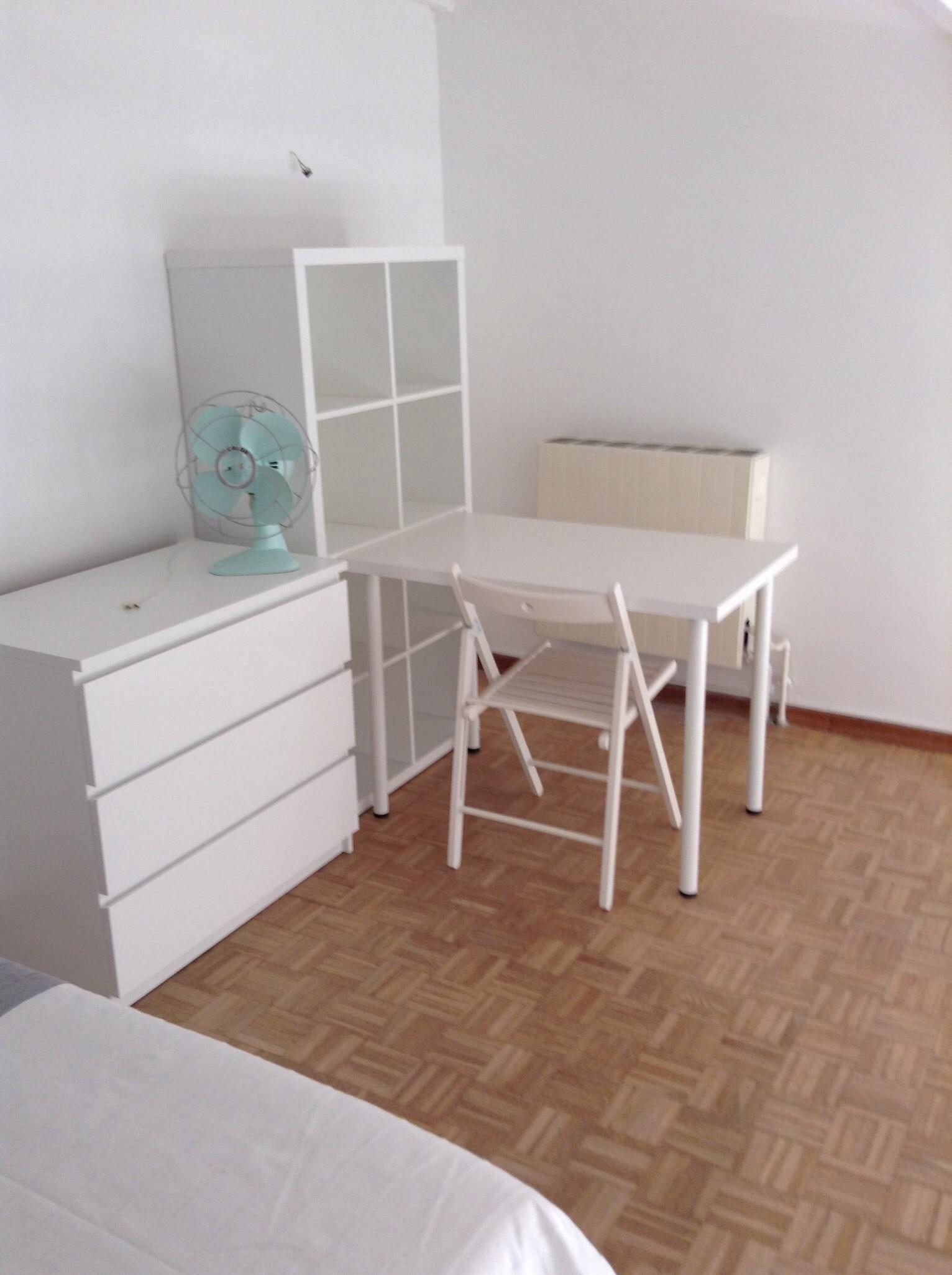 charmant studio meubl plein centre marseille pour 1 ou 2 personnes location studios marseille. Black Bedroom Furniture Sets. Home Design Ideas