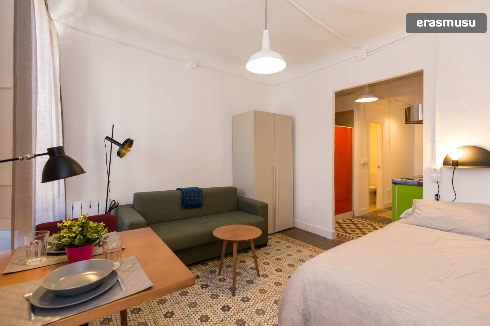 charming-studio-apartment-rent-city-centre-e41b41e57b323eb429711