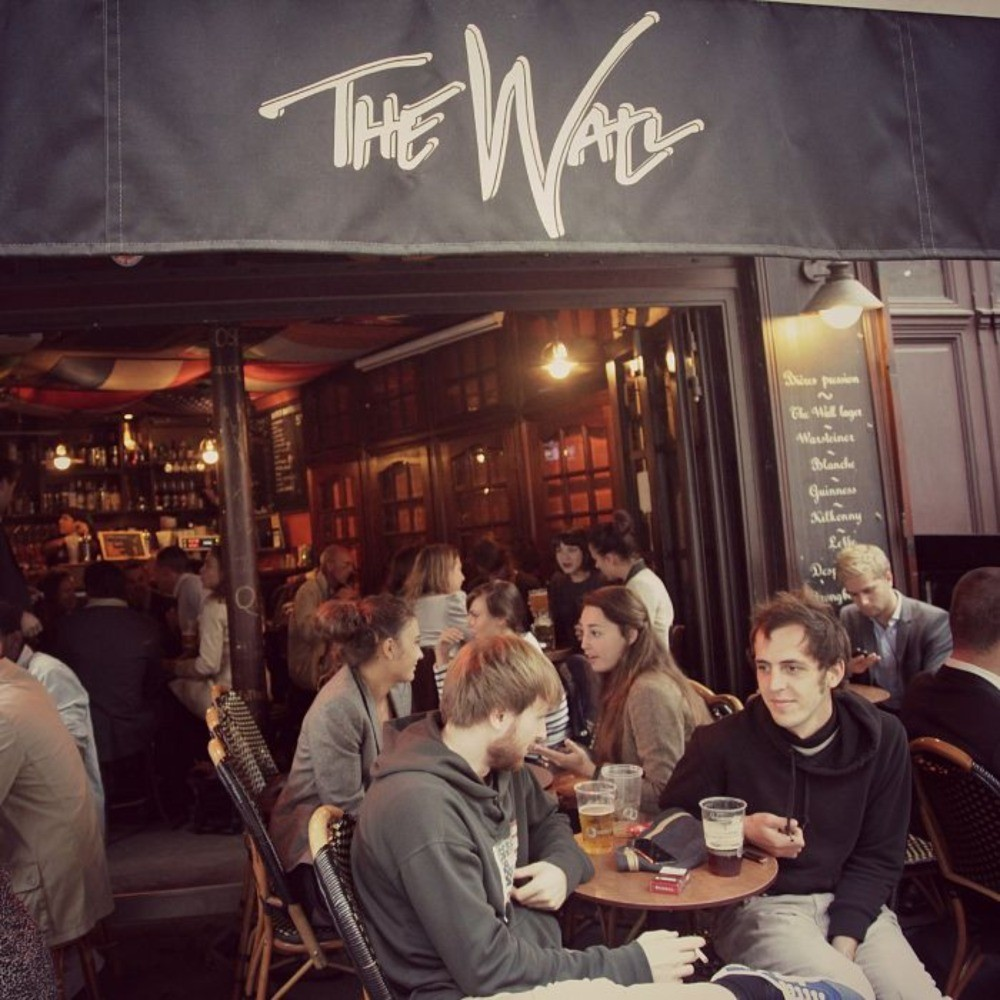 Cheap student bar in a beautiful Parisian neighborhood