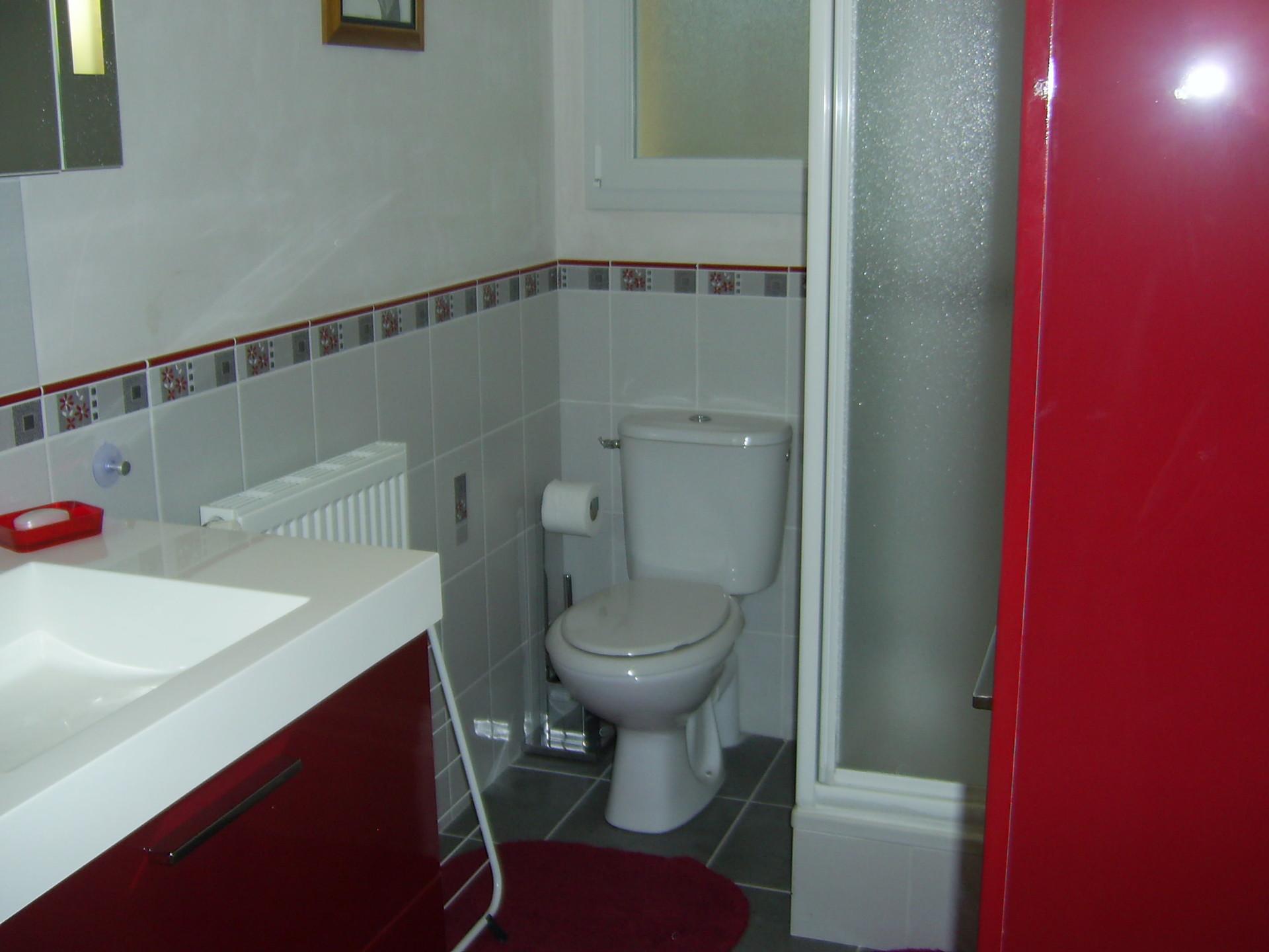 chez particulier chambre tout confort avec salle d 39 eau et wc priv s r sidences universitaires. Black Bedroom Furniture Sets. Home Design Ideas