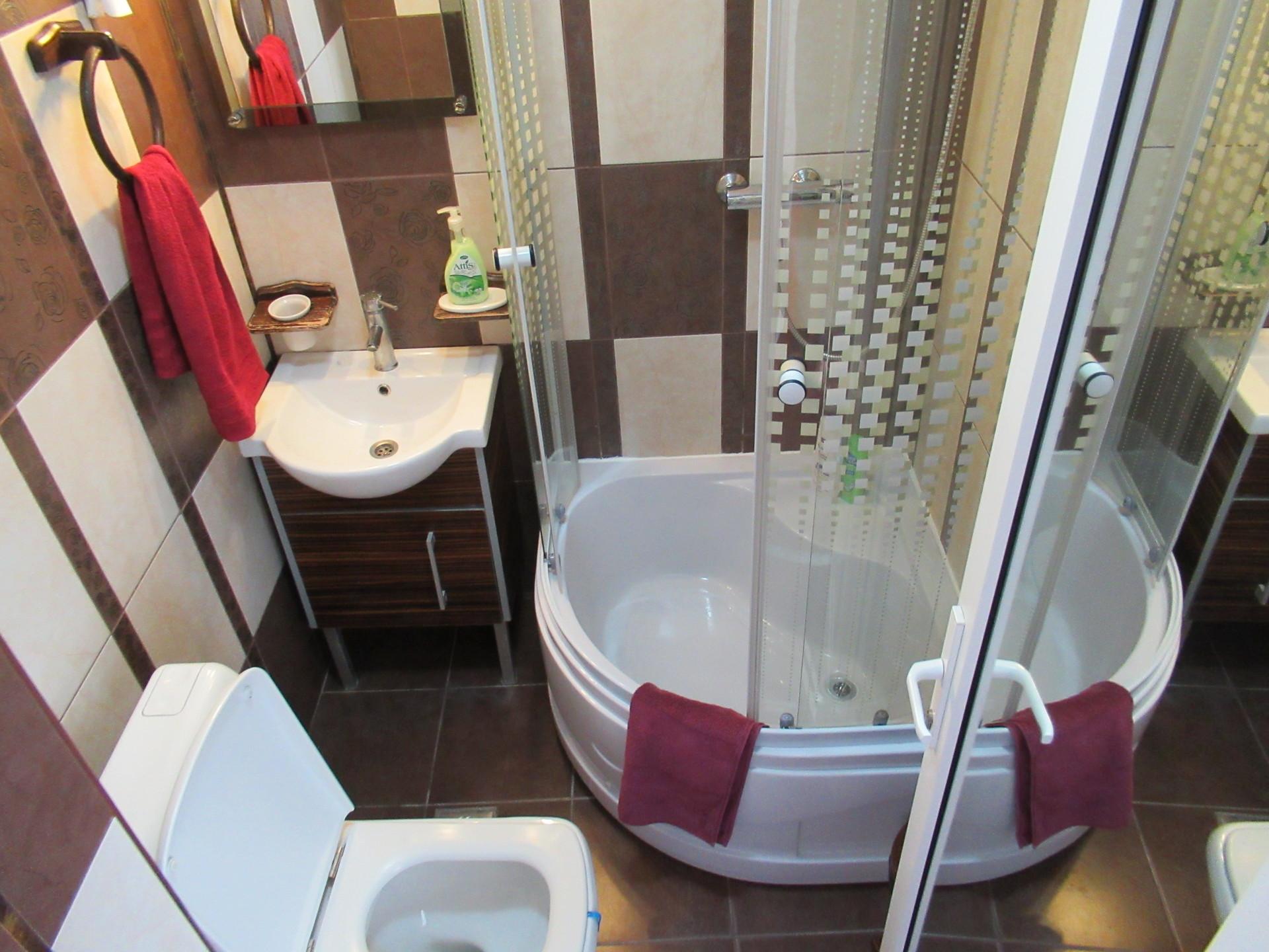 Chilled 4 Bedroom Apartment near Ovidius University ...