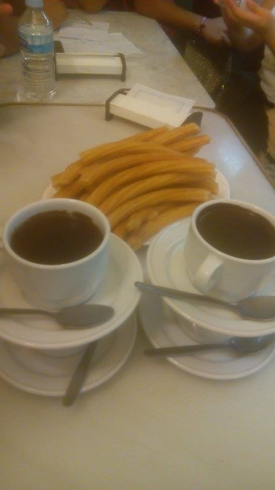 Churros al cioccolato, tradizione madrileña di San Ginés (locale che esiste da più di 100 anni)