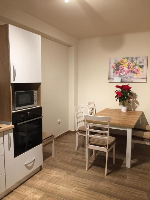 City Room - Large and quiet apartment in a house, beautiful garden, near  University