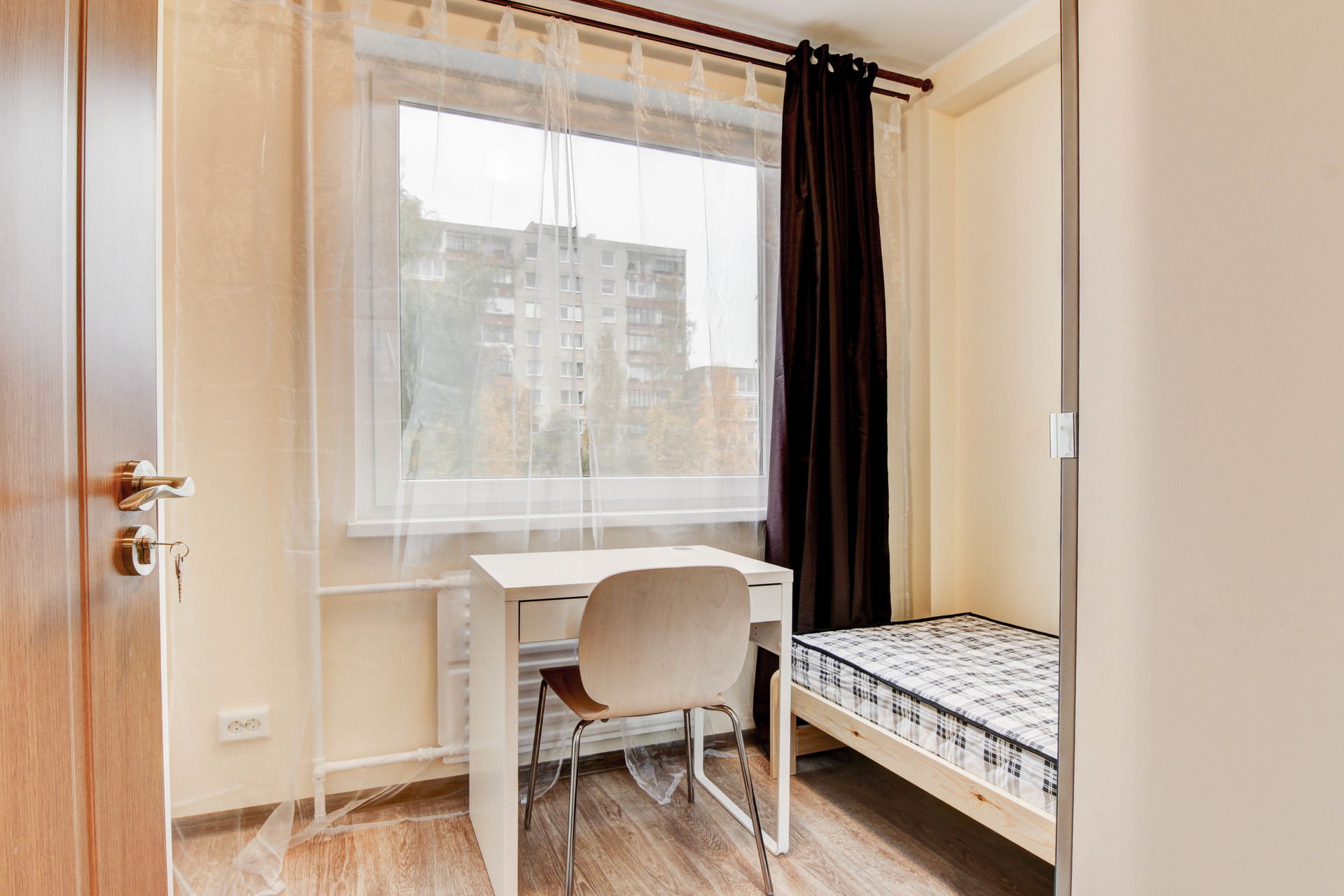 Classical room in 5-room apartment near the universities