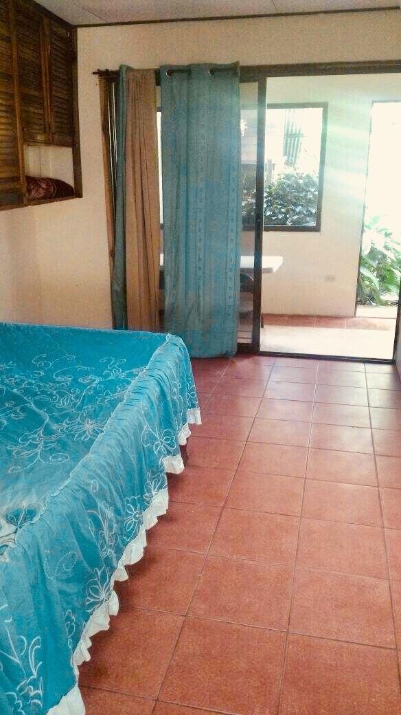 co-apartamento-amplio-jardin-e-iluminacion-natural-7f53393f08a42e81fc72868a83dd9a9b
