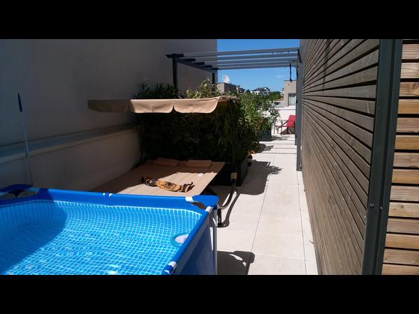 Colocation sur toit terrasse avec piscine location for Piscine sur toit garage