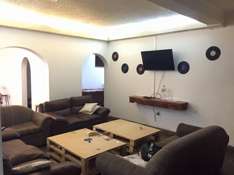 colocation dans une maison location chambres lima. Black Bedroom Furniture Sets. Home Design Ideas