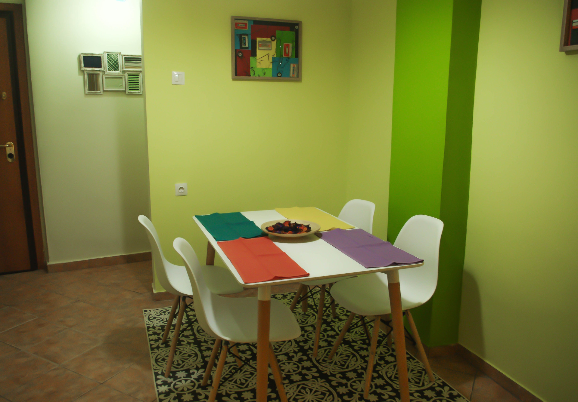 colorful-apartment-city-center-ef13d298b23adb3de5279eb7ab151bdd