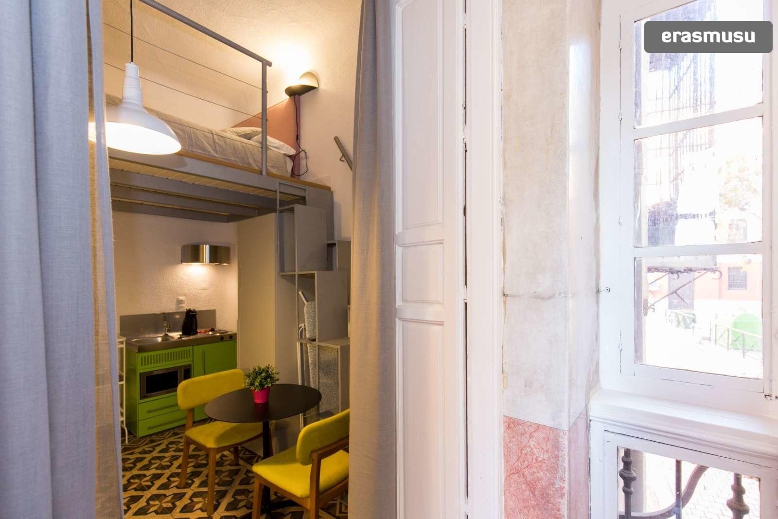 colourful-studio-apartment-rent-city-centre-1eb2a651f55cbd47a1a7