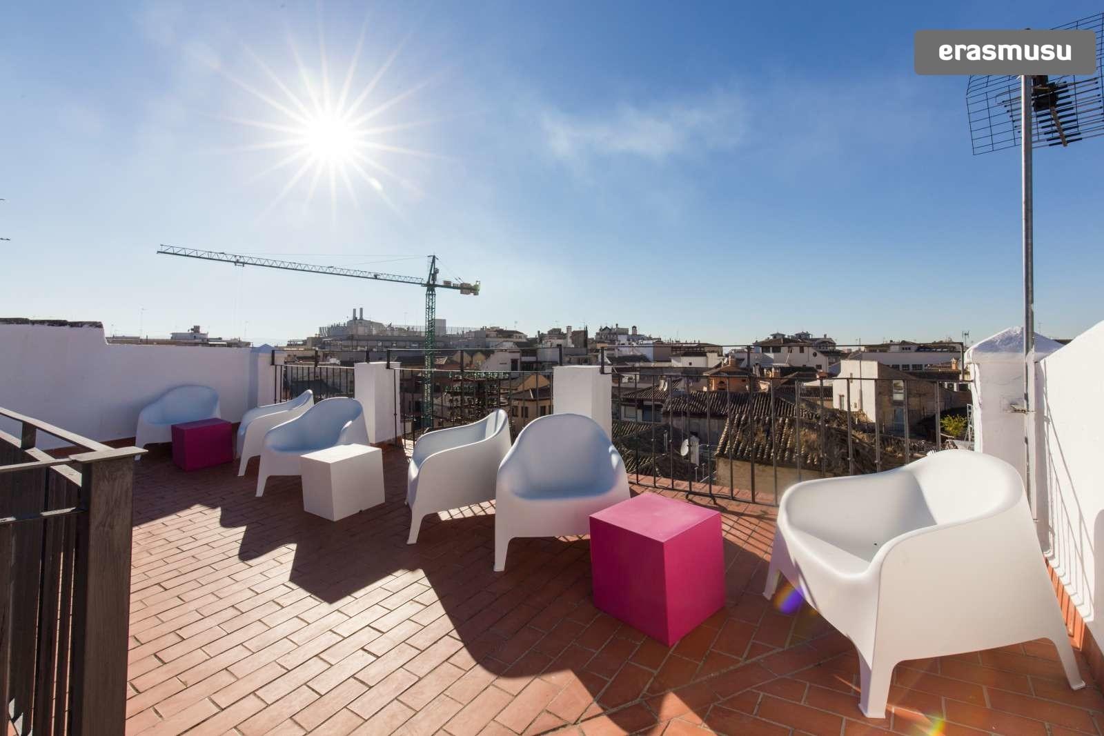 colourful-studio-apartment-rent-city-centre-cee5211ca3c33fc58c4b