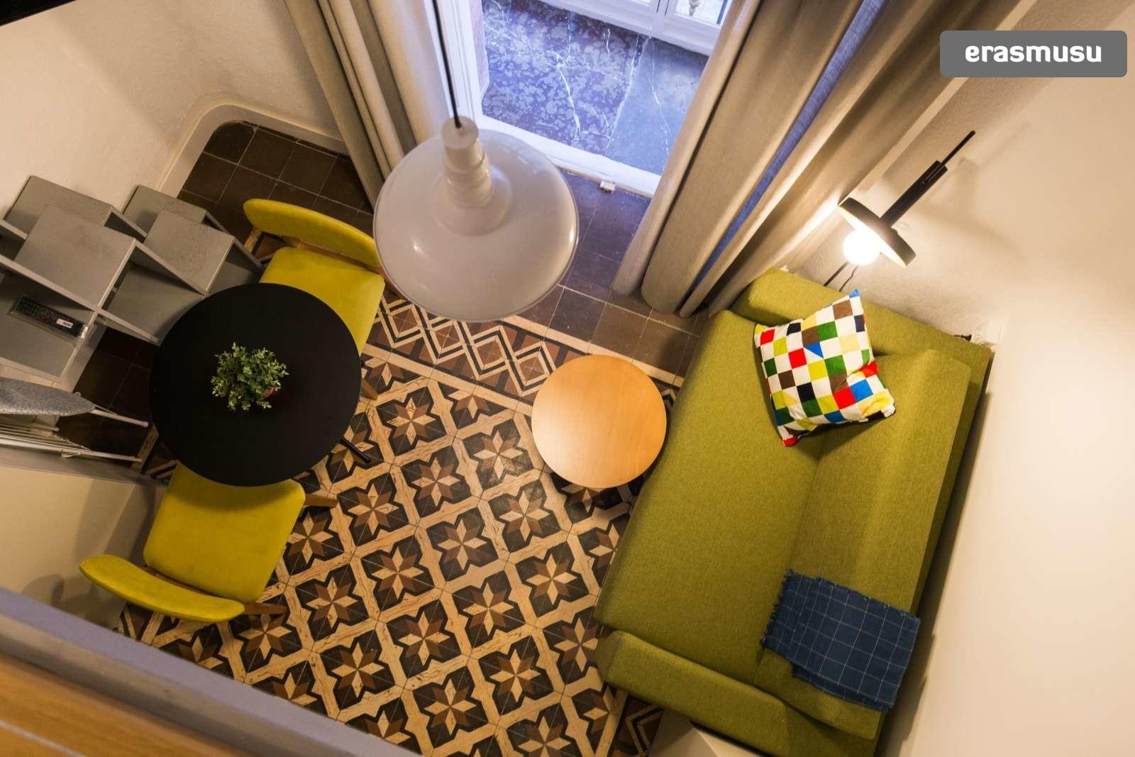 colourful-studio-apartment-rent-city-centre-f5b1b042339b307f1ba0