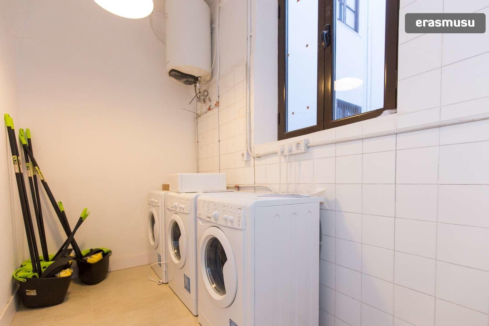 colourful-studio-apartment-rent-city-centre-ff41d5fee74913434635