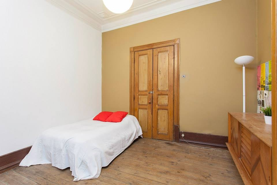Comfortable room from international apartment in the center of L