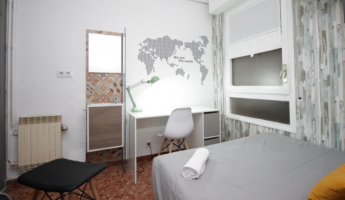 Comfortable room with double bed in student residence, with serv