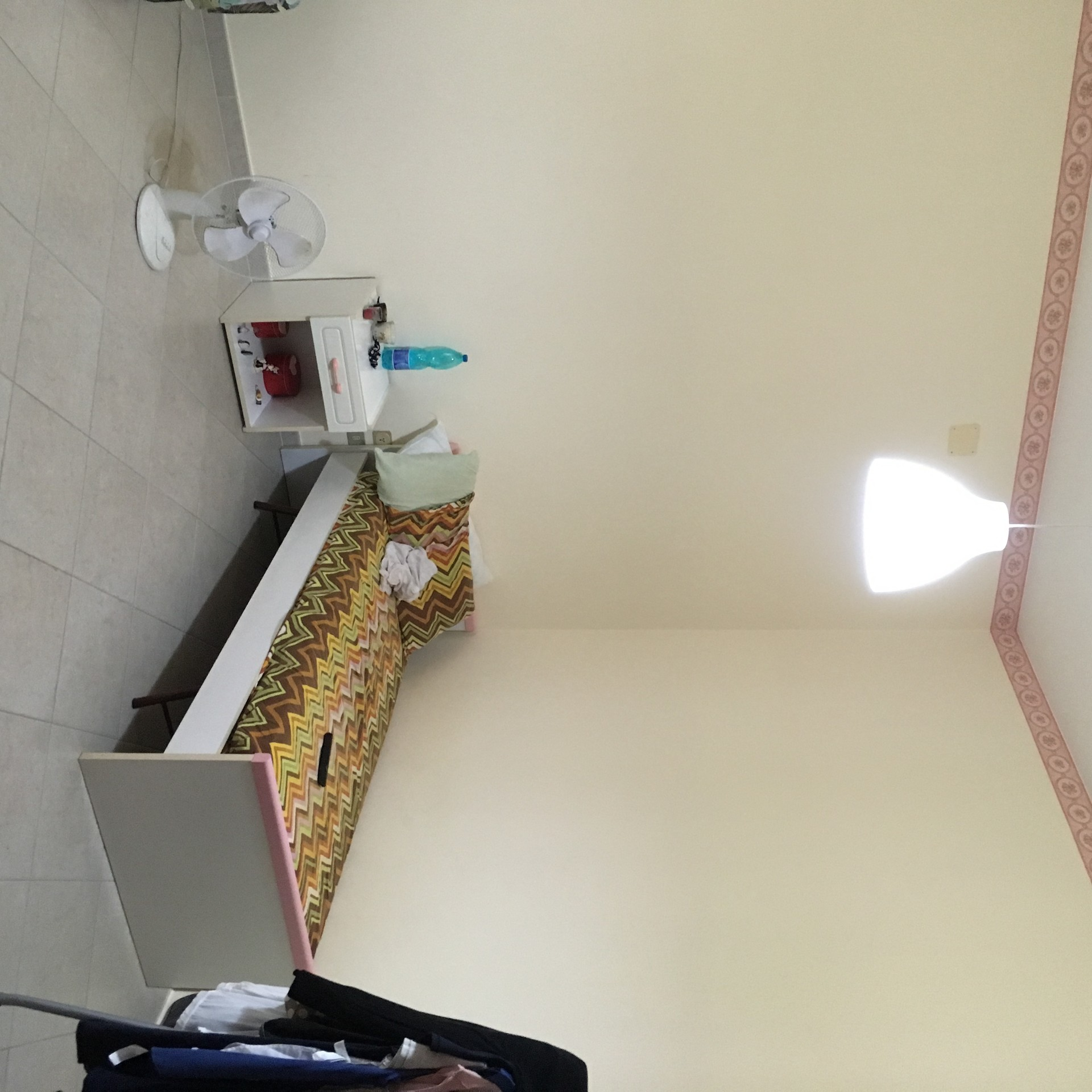 Corso delle Province: camere in appartamento arredato per donne