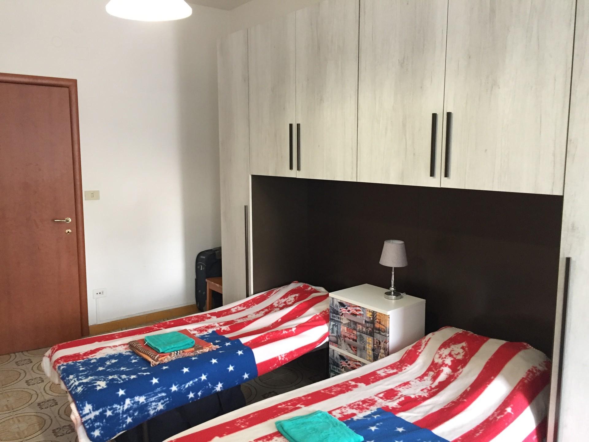 cosy-apartment-close-main-train-lines-abb59dd2ba042fe55c569efb8954f789