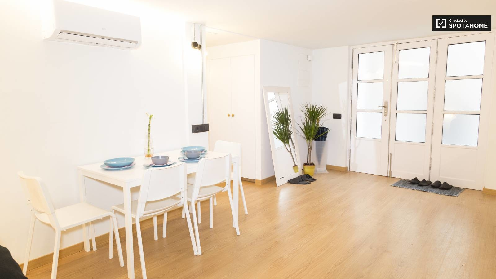 COSY APARTMENT WITH 2 BEDROOMS IN BARCELONA CENTRE | Flat ...